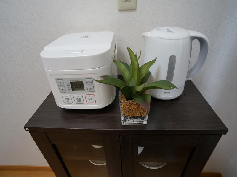 冷蔵庫・電子レンジ・炊飯器・電気ケトルをご用意しております。